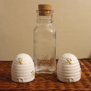 Honey Bee Set - Salt & Pepper Shaker & Jar